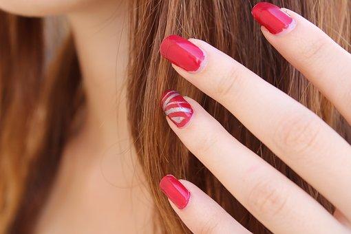 nail polish 1677561 340
