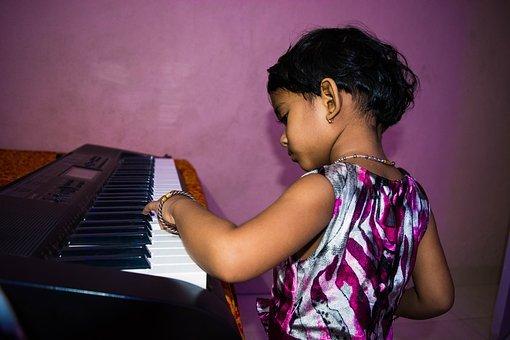 cute girl playing piano 1628763 340